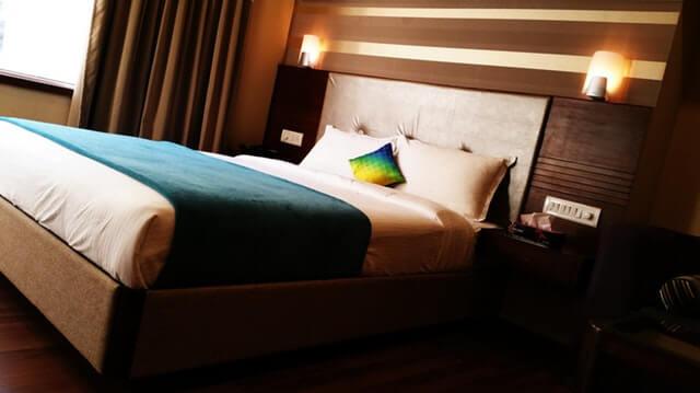 ベッドのベッドスロー