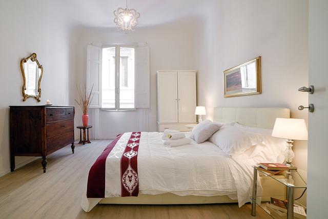 ホワイト系ベッドルーム